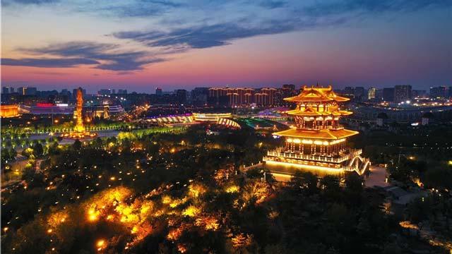 河北唐山:流光溢彩南湖夜
