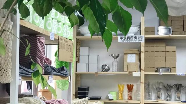 深藏在北京胡同里,推開一扇格外醒目的綠色房門......
