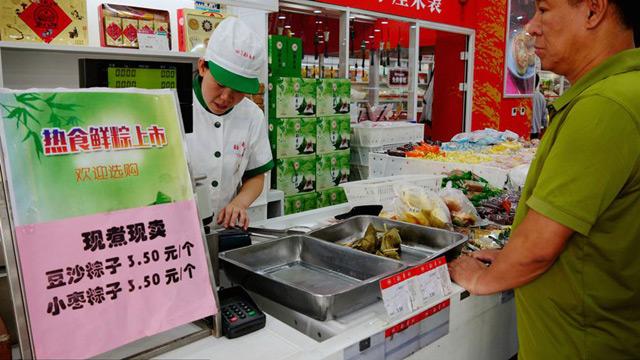 北京稻香村多家门店推出现煮粽子
