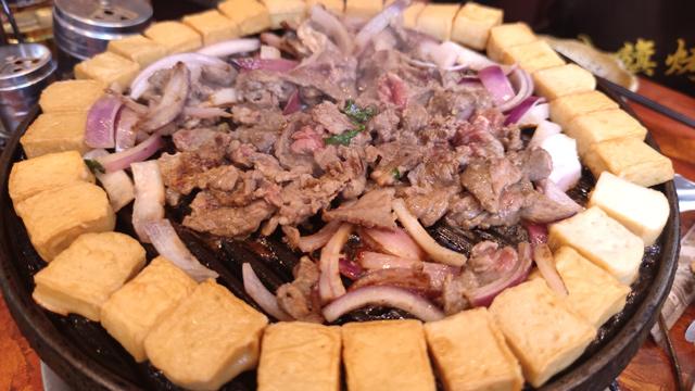 八旗烤肉:老北京传统的炙子烤肉,好吃!