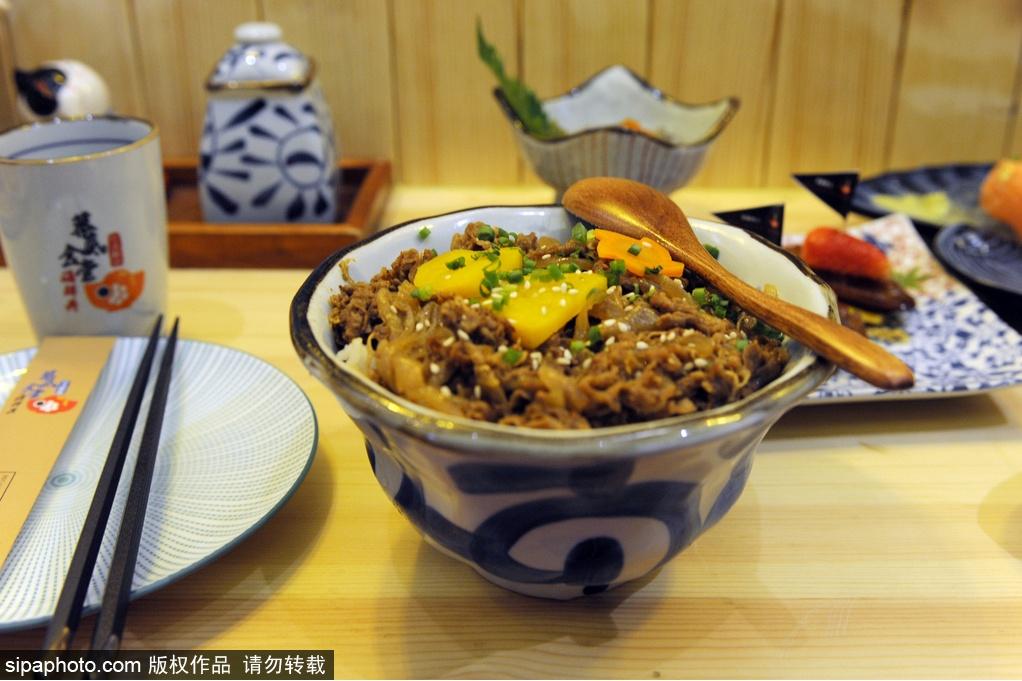 Restaurante japonés famoso en las redes sociales en Sanlitun: Bottom Canteen