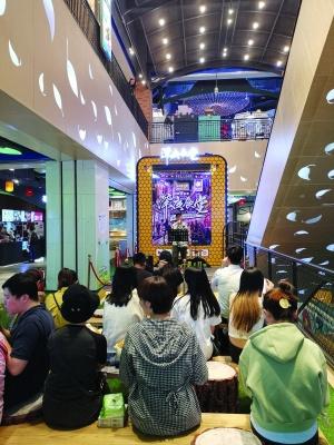 北京市首批夜经济商圈合生汇:街区逐渐网红化 深夜食堂吸引众多消费者