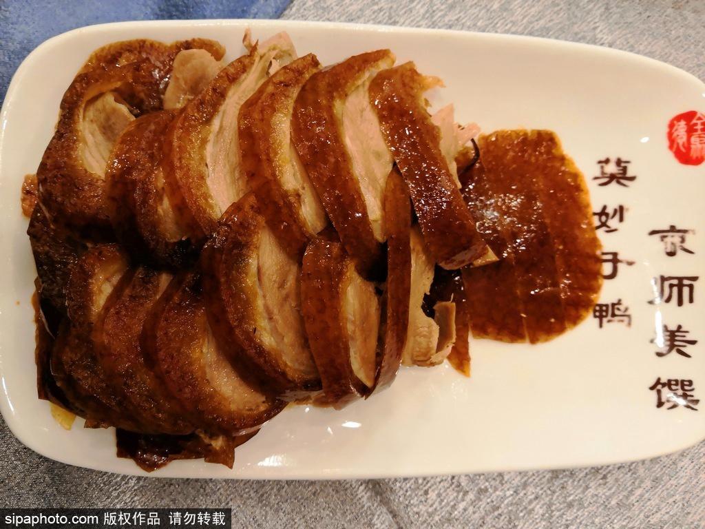 别再只知道全聚德了好吗?北京烤鸭这几家店才够味儿!