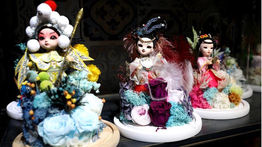 Elements of Chinese traditional handicrafts introduced into preserved flower products