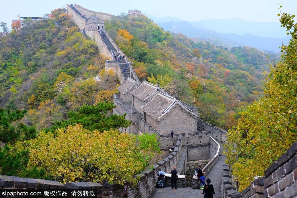 秋季游长城,感受雄奇险峻的风貌!