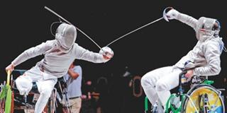 金牌得主李豪在轮椅击剑男子佩剑个人赛A级决赛中