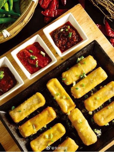 徽州小镇餐厅:徽菜种类繁多,口感细腻,色香味俱全