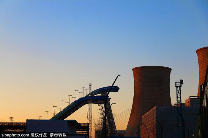 城市转型发展:古都生机勃勃 首钢老厂区展新颜