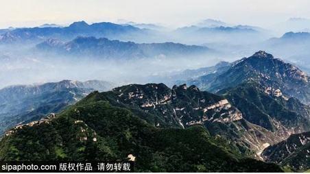 """高山花海、云海奇观、绝壁栈道…北京隔壁这座""""天空之城"""",6月竟然门票0元!"""