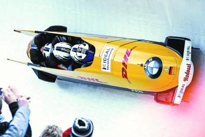 """我國首條雪車雪橇賽道完成制冰 冰雪賽道上的""""F1""""雪車什么樣?"""