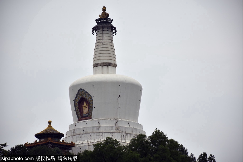 Famous scenic spots in Beihai Park:Jade Islet