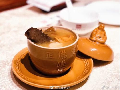 那家花园餐厅:北京烤鸭等是这里的招牌菜