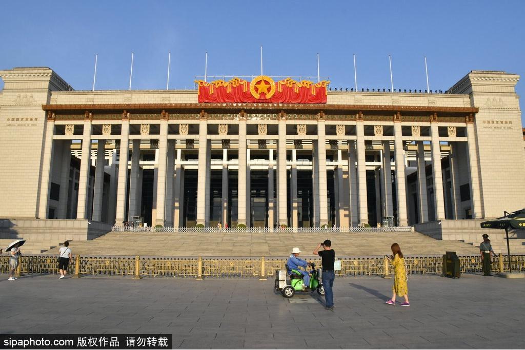 В Национальном музее Китая обустроили зоны отдыха на лестницах
