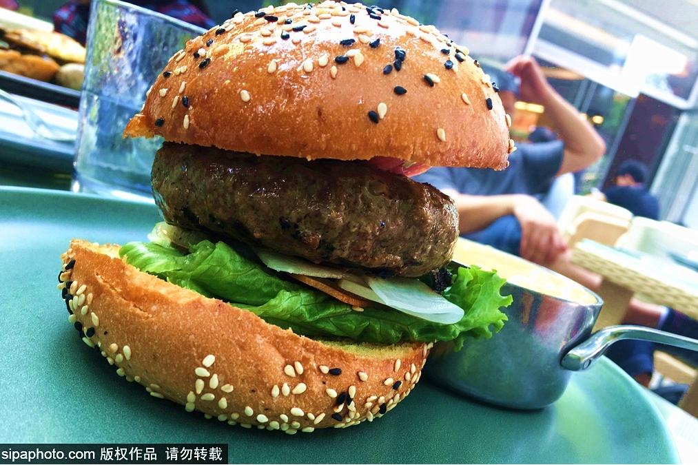 Restaurante perfecto para tomar hamburguesa en Sanlitun: Let's BURGER plus