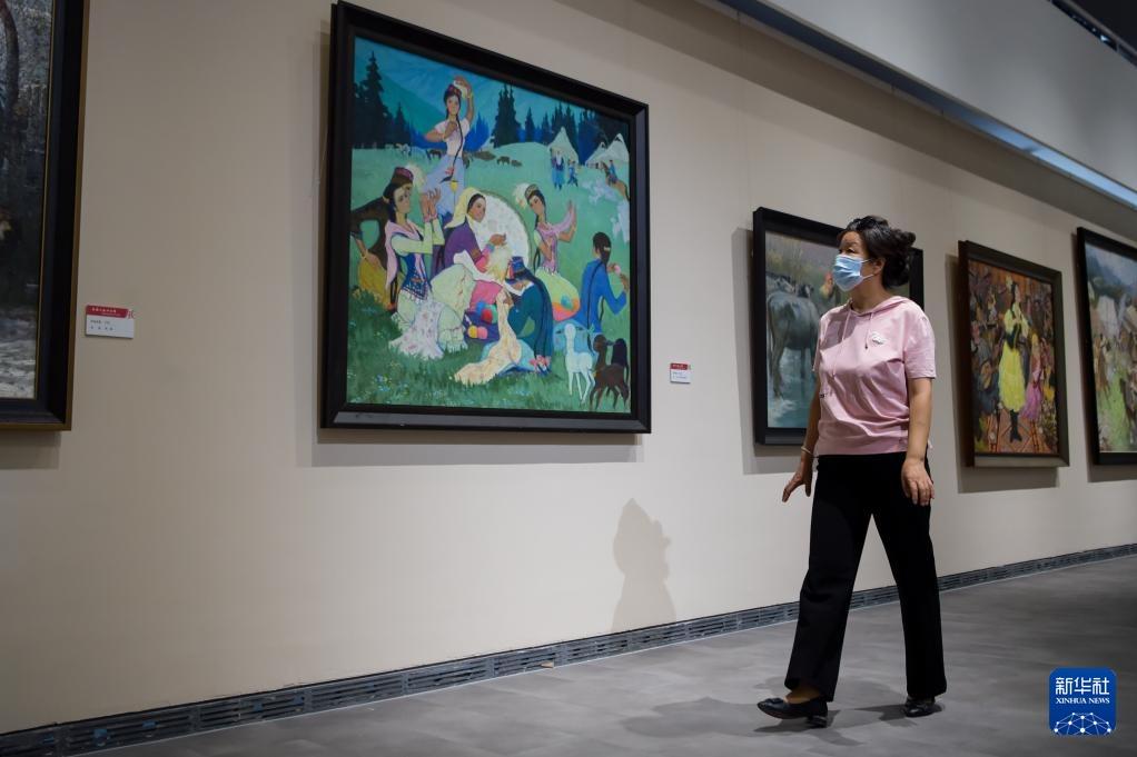 """""""各族人民心向党——国家典藏美术作品展""""在内蒙古举办"""
