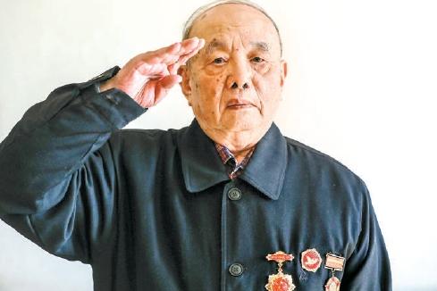 志愿军老战士参观军博展览讲述战地硝烟:一寸阵地一寸血