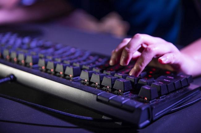 中国电竞用户2021年预计达到4.25亿 По прогнозу в 2021 году в Китае киберспортом увлекаются 425 млн человек