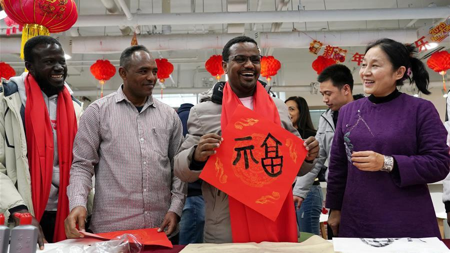 Int'l students attend Spring Festival cultural event in Beijing