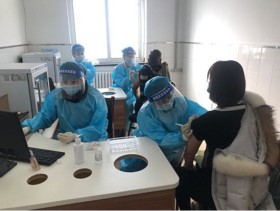 北京平谷:景区员工积极接种新冠疫苗 有序开园迎接早春旅游季