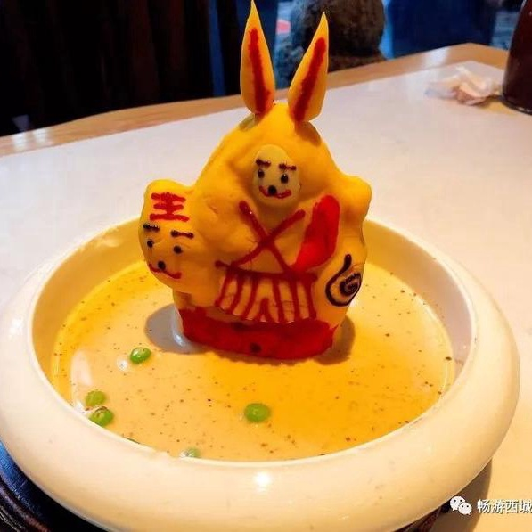 吃著老北京美食,還能聽德云社相聲,約嗎?