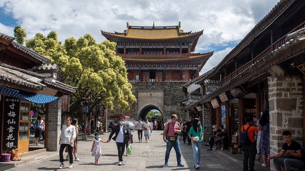 China raises visitors' upper limit for cultural, tourist locations to 75%