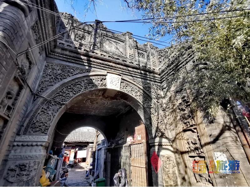 這條可偶遇愛豆的寶藏胡同,竟藏著京城最美的磚雕拱門!