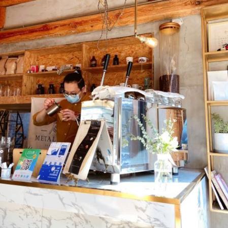 METAL HANDS:有生氣活力的小咖啡館