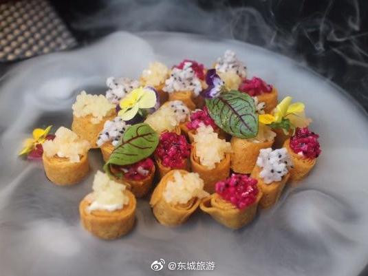 悦融·精致京菜环境优雅大气 可以俯瞰大片风景