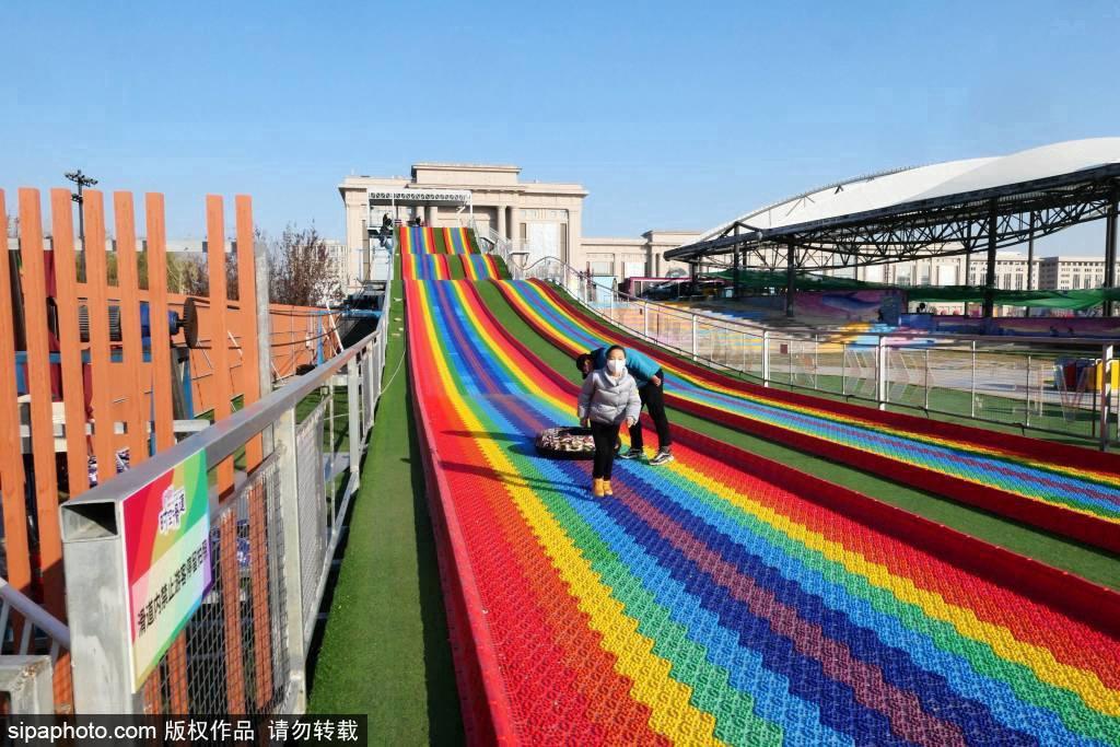 Самая длинная красочная горка в Пекине