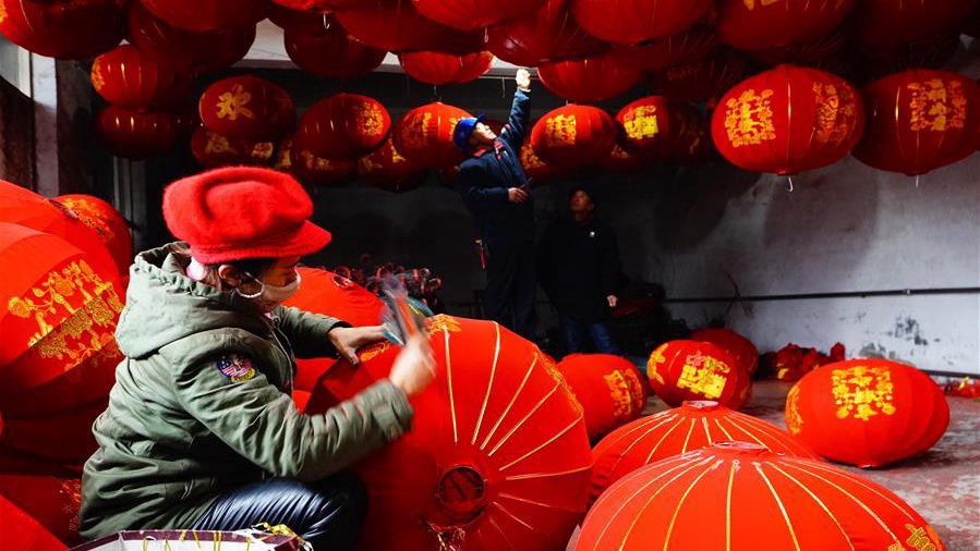 Villagers make red lanterns for Spring Festival in north China's Hebei