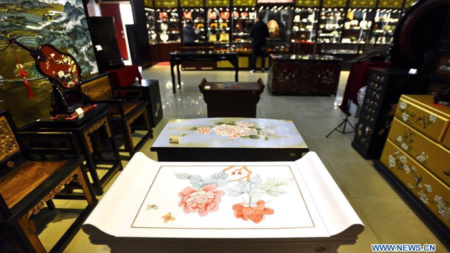 10,000 pieces of lacquer and jade wares on display at art museum in Beijing