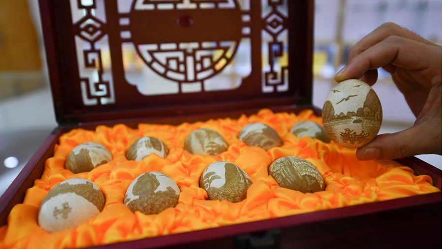 Inheritor of intangible cultural heritage devoted to