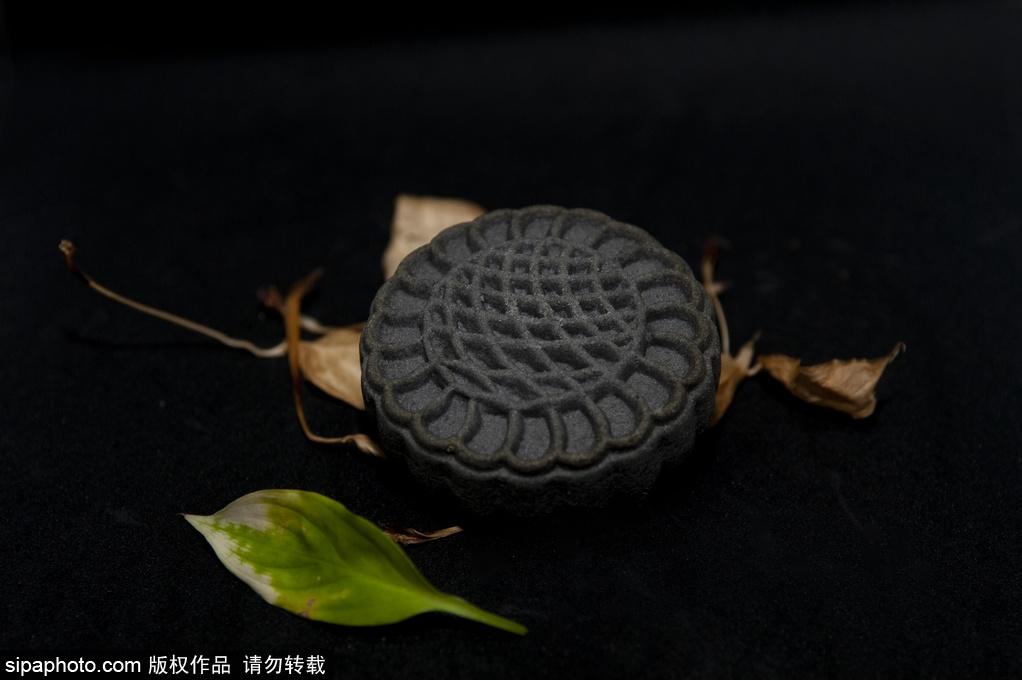 """北京稻香村新品糕点上市 推出""""鼠饼、黑三宝"""""""