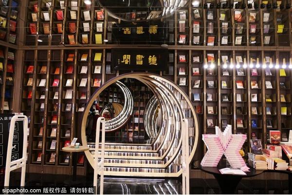 首屆北京網紅打卡地:鐘書閣(西單老佛爺店)