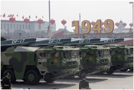 """(去年国庆大阅兵,""""东风-17""""导弹首次亮相)"""