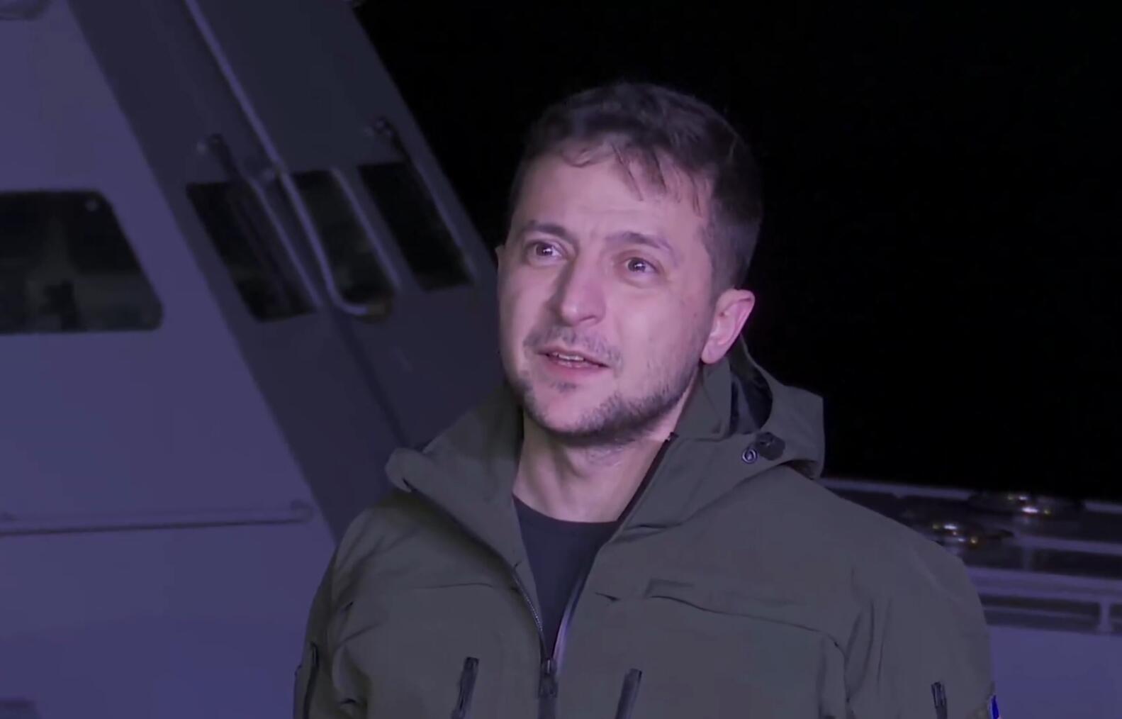 乌克兰总统泽连斯基视察俄方归还的舰船后发表讲话