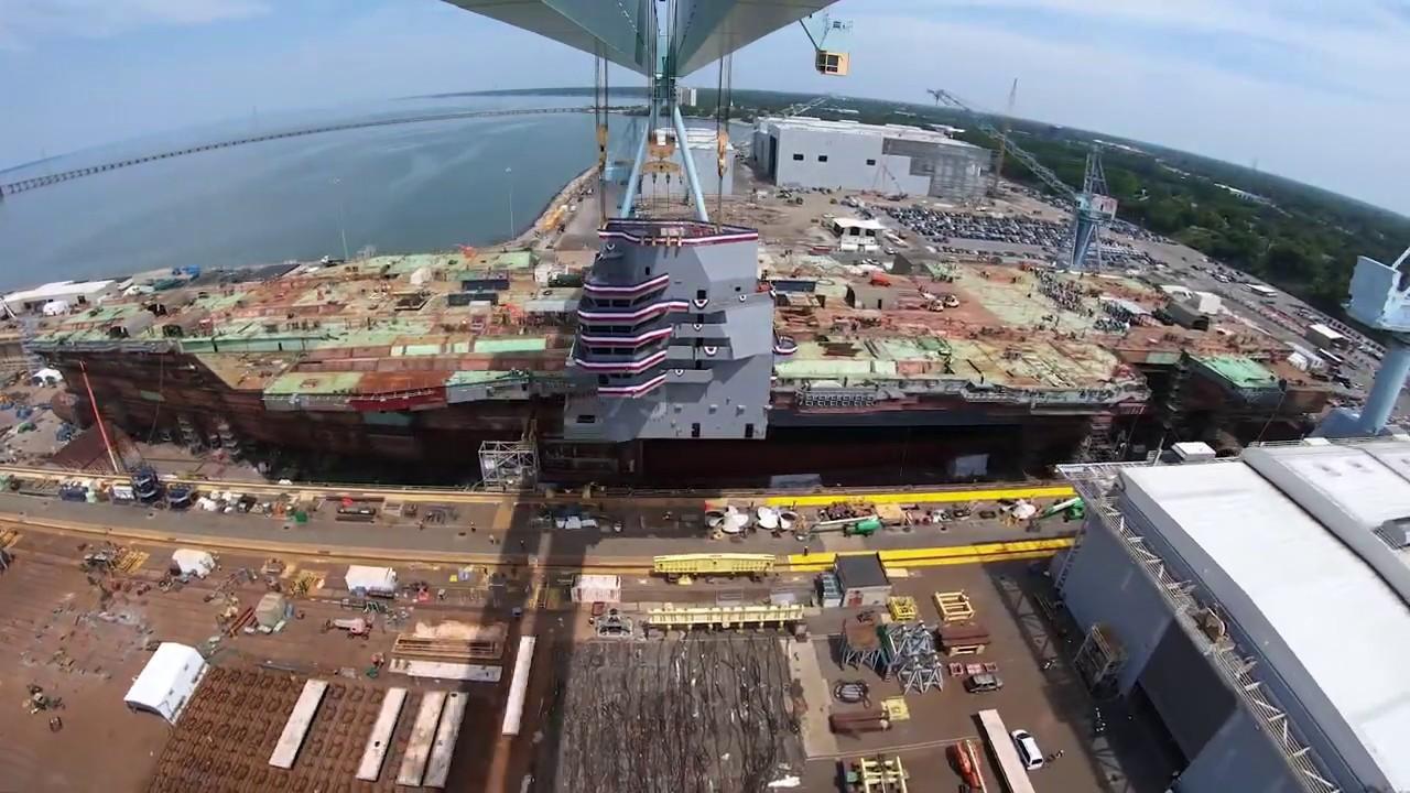 在纽波特纽斯造船厂内建造的肯尼迪号航母