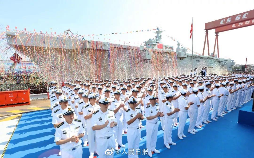 075大型两栖攻击舰在上海举行下水仪式