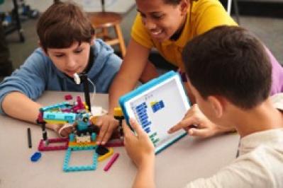 包括LEGO® Education SPIKE™ Prime科创套在内的乐高教育全系列产品组合旨在提升学生动手实践式学习能力,培养学生的审辩式思维技能。