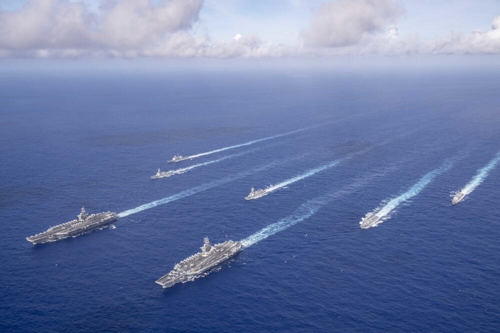 美军在西太出动双航母战斗群炫耀武力 还特地点了下南海