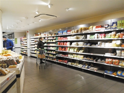 德国柏林的有机超市BIO COMPANY,可供应8000多种有机食品。1999年开出第一家店,至今已经发展到58家店。本报记者 李山摄