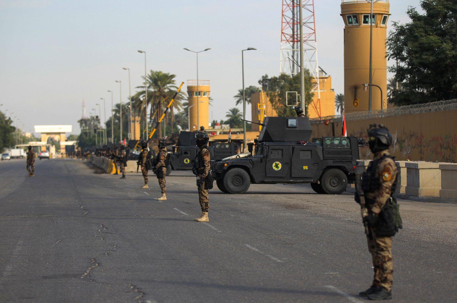守卫在美国大使馆外的伊拉克安全部队