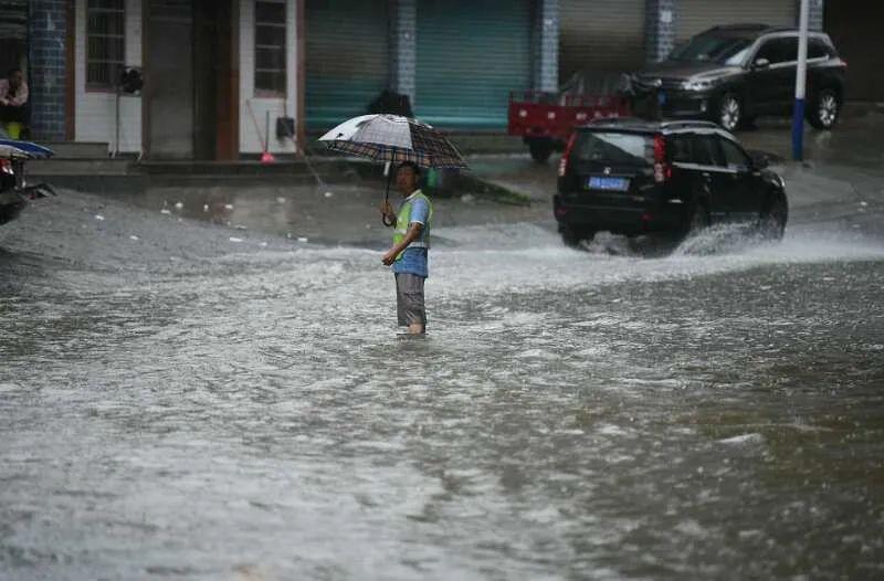 【重庆綦江迎1998年以来最大洪峰!大量商铺被淹,现场直击】图4