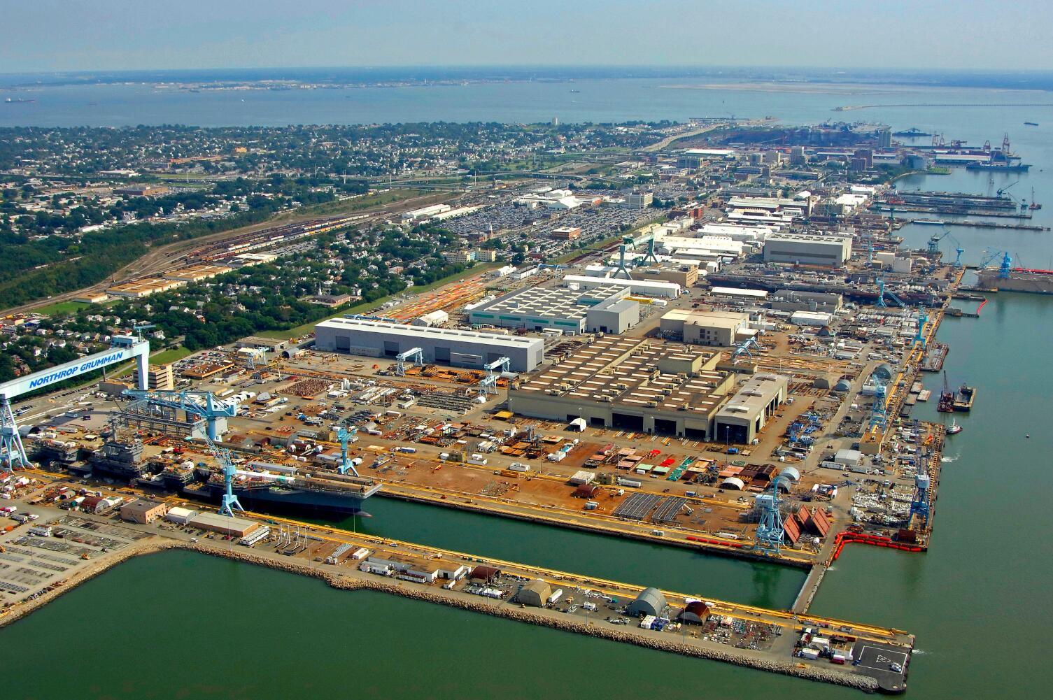 纽波特纽斯造船厂全景