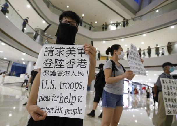 """惊!香港有人举牌""""请"""