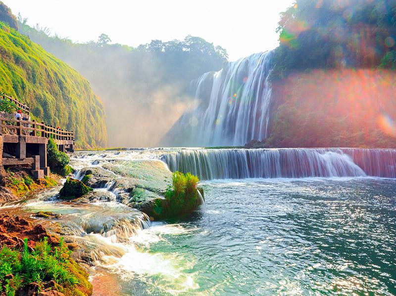 """黄果树旅游区:观壮美瀑布 享天然氧吧,荣获""""西部最具魅力旅游景区""""等称号"""